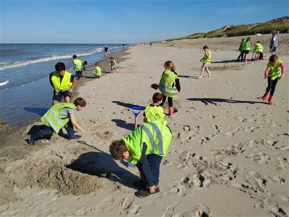 Spelen op het strand - Zeeklassen De Schans - Dag 4 - 2018 - (20)